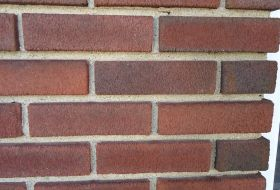 1024px-Surfaces_brick_wall_with_mortar_closeup_view